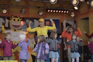 Mini Kinder Disco mit Maskottchen Tanz