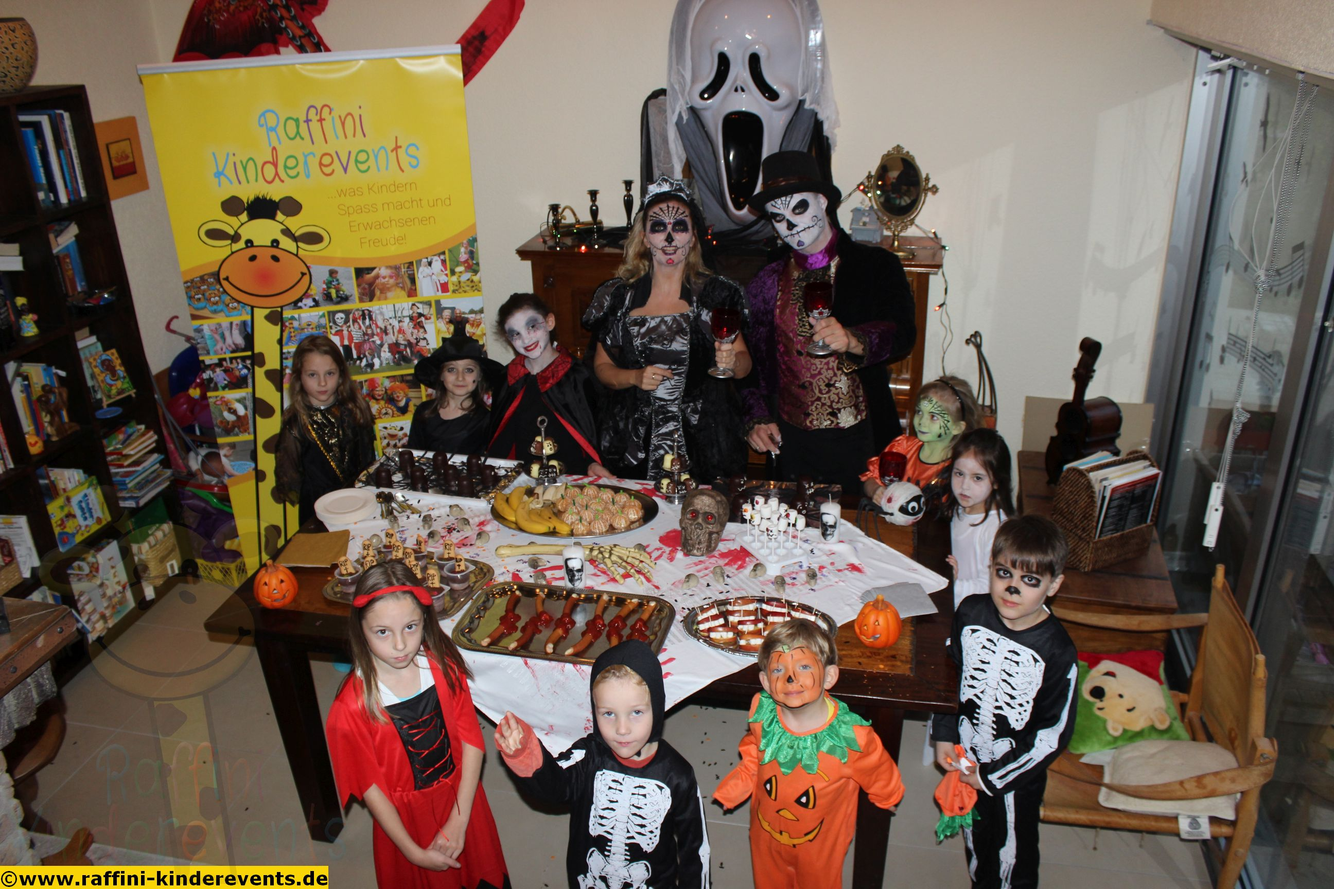 raffini kinder halloween party 2014 71 raffini. Black Bedroom Furniture Sets. Home Design Ideas